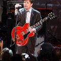 マイケル・J・フォックスがコールドプレイのコンサートに飛び入り参加し、あの曲を披露!
