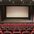 後ろの席を選ぶ人は疑い深い?映画館の座席でわかるコミュニケーションの弱点