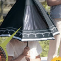 日傘の陰からグラウンドのアナタを見守るわ~♪ 変質者じゃないわよ、見つめるだけ!