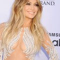 J.Lo、マライアのパフォーマンスをスマホ見ながらテキトーに聞き流す!