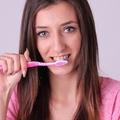 歯医者の痛いホワイトニングはこりごり! アノ人も愛用、おうちホワイトニングに注目