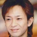 TOKIO・城島茂、「白鶴 まる」ポーズで大サービス! マスコミのハート奪った一部始終