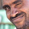 宜保愛子のものまねで爆笑 ヨシダナギが初めてのアフリカで出会ったコミュ力高いガイド