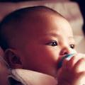 珍説で粉ミルク育児を断罪する「いきすぎた母乳神話」は誰が作っている?
