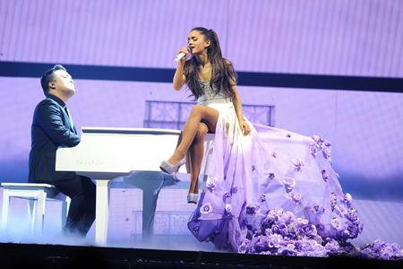 Ariana_live_2015.jpg