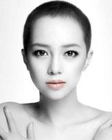 韓国アイドルだった坊主頭のICONIQ、アデランスCMの意外性に完敗!