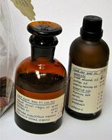 保湿クリームとしても重宝! ワセリンで簡単に作れる練り香水がおススメ