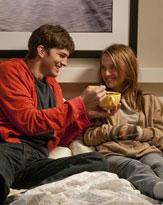 着衣で添い寝はあり得ない! 映画『抱きたいカンケイ』で学ぶセフレの距離感