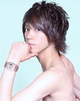 甘い顔立ちと、うっすら腹筋のアンバランスがたまらない浜尾京介