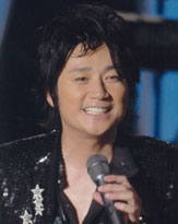 レコ大受賞歌手なのに......近藤真彦デビュー30周年コンサートで無料招待祭り