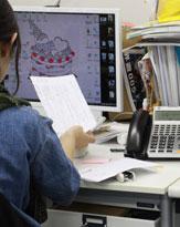 まったく働かない年下男性、仕事を押し付けられてますがどうすれば?