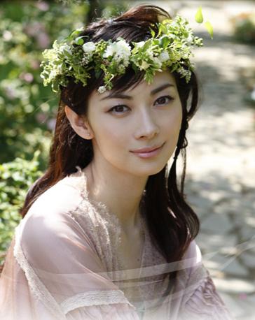 「事実上引退状態」の伊東美咲、神田うのブログにまさかの降臨