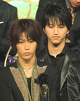初の握手会を開催したKAT-TUN、予想外のサービスにファン感涙!