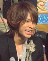 公演中に骨折したKAT-TUN上田竜也、ソロコンで涙の謝罪!