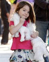 3歳でハイヒール! トム・クルーズの愛娘は次世代ファッションリーダー