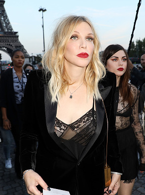 PARIS, FRANCE - SEPTEMBER 26:  Courtney Love arrives at the Saint Laurent show as part of the Paris Fashion Week Womenswear  Spring/Summer 2018 on September 26, 2017 in Paris, France.  (Photo by Pierre Suu/Getty Images)