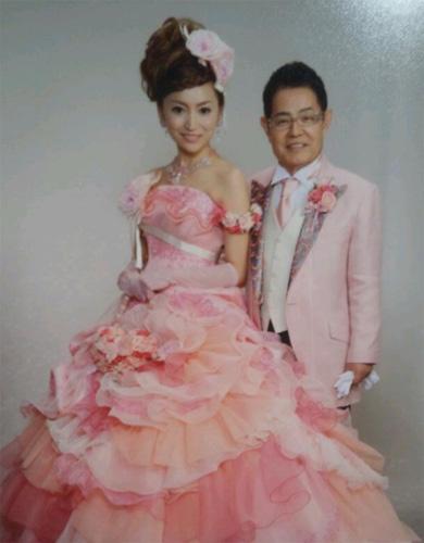 ダサすぎる!!」とネットで酷評された\u201c芸能人の結婚式\u201d画像集