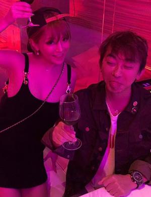 浜崎あゆみ、\u201cキス写真流出\u201dのエイベックス社長と親密写真!! 「下品」「男女の仲?」と臆測(2017/10/03 1550)|サイゾーウーマン