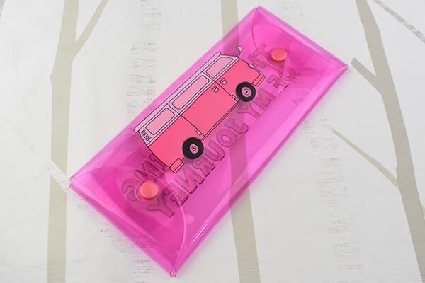 100均ずぼらシュラン ダイソー クリアマルチケースl Mina 鮮やかなビビッドピンクがかわいい 04 14 13 00 サイゾーウーマン