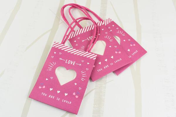 100均ずぼらシュラン ダイソー 窓付ミニ紙袋 ピンクハート は乙女度満点のキュートデザイン 06 12 13 00 サイゾーウーマン